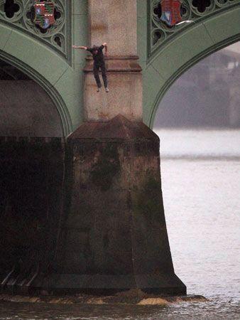 Dramatic Westminster Bridge jump photos
