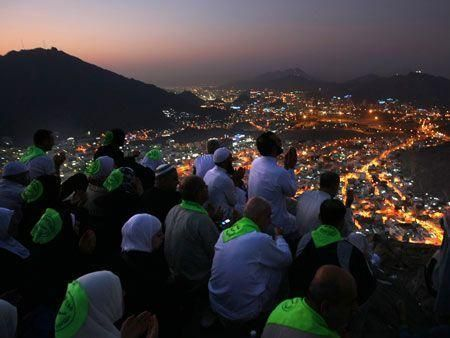 Hajj pilgrims gather in Makkah