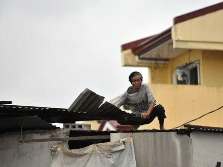 Typhoon Mirinae hits Manila