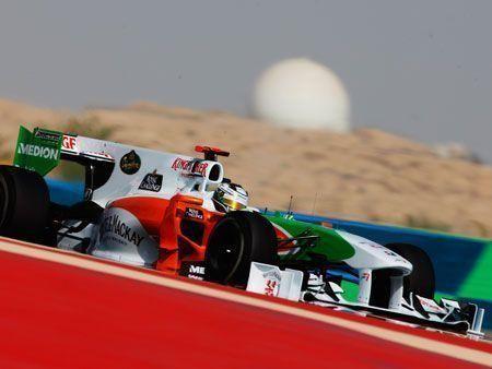 Vettel claims Bahrain pole