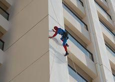Spidermen scale Dubai's tallest towers