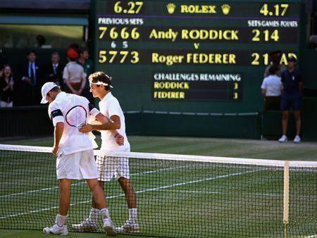 Federer makes history at Wimbledon