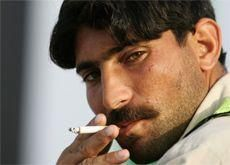 India bans smoking in public places