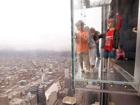 Sears Tower unveils glass ledge on 103rd floor