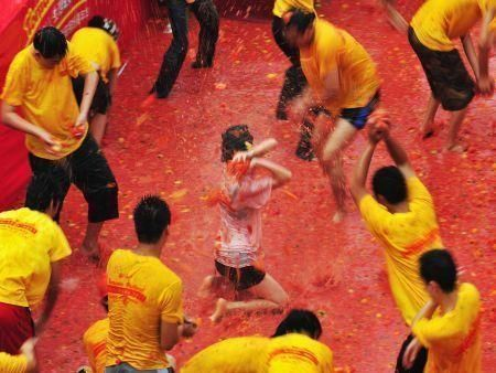 Chinese tomato fight