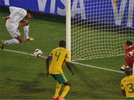 Uruguay crush South African World Cup dreams