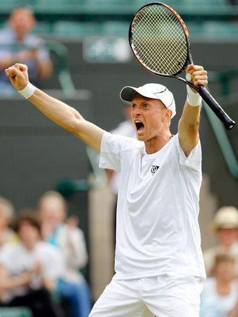Federer wins Wimbledon opener after scare