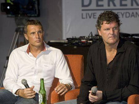 Fans cheer England at Rob & Derek at Meydan