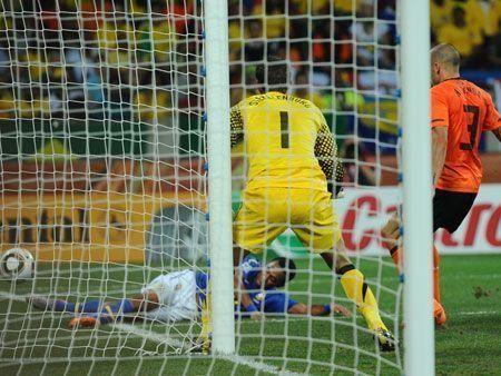 Holland ends Brazilian samba at World Cup