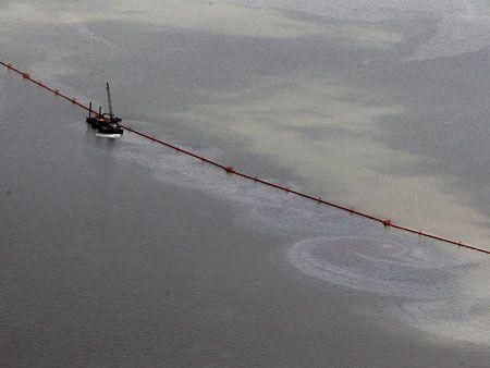 US oil spill continues to impact environment