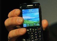 Bahrain won't ban BlackBerry services - report