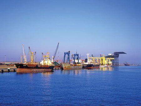 Oman port targets bigger Iran shipping ties as market opens up