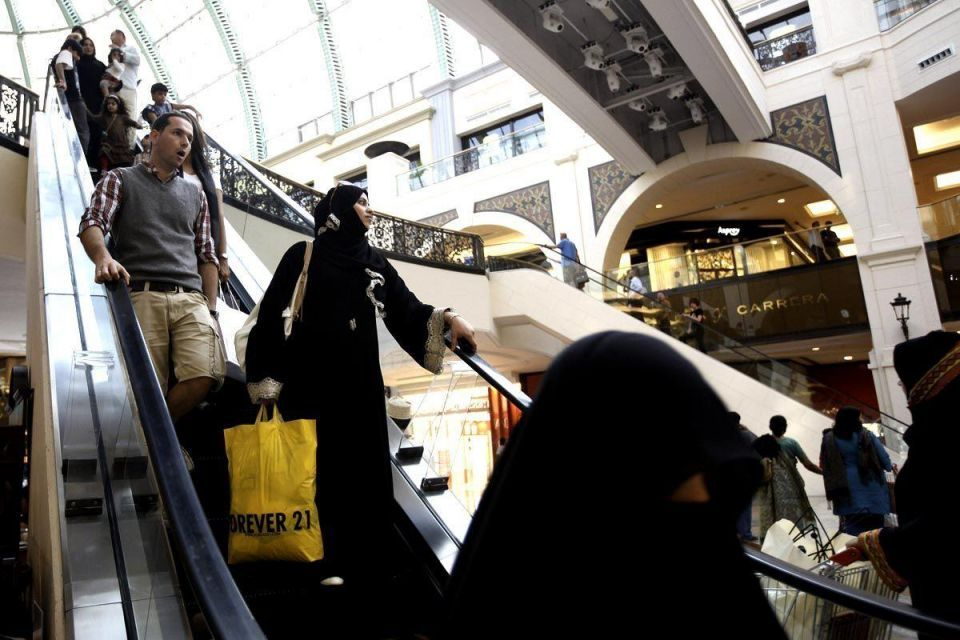 Clerics fight Saudi plans to employ female cashiers