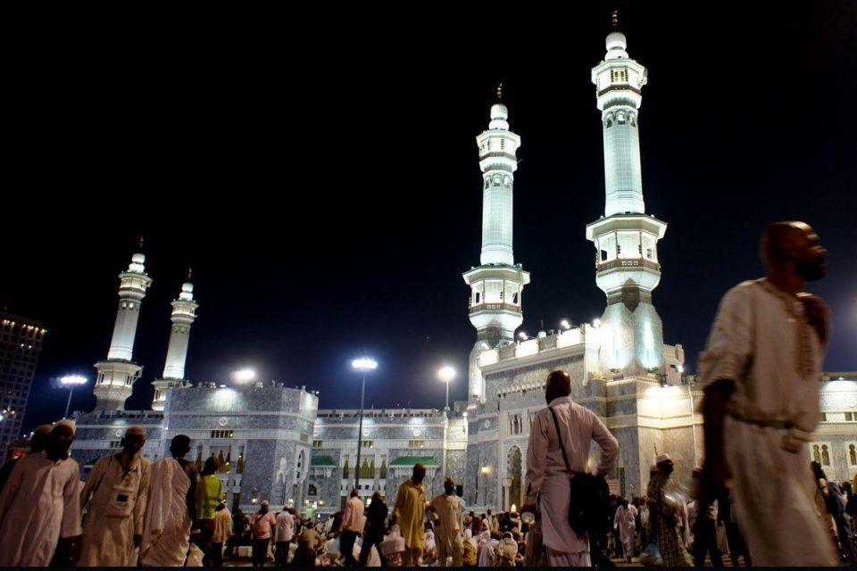 Arabs leave politics behind to perform hajj