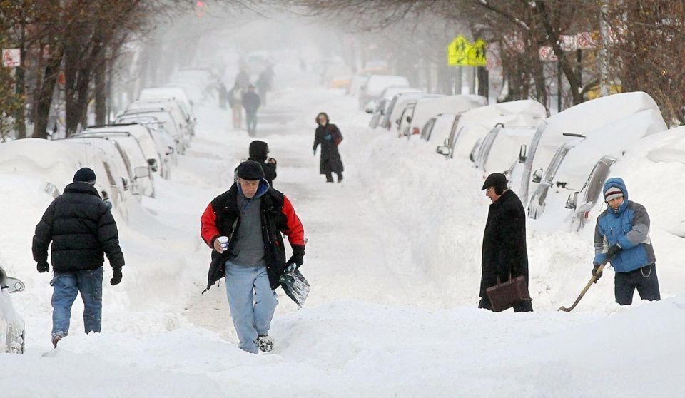 US blizzard leaves thousands stranded at airports