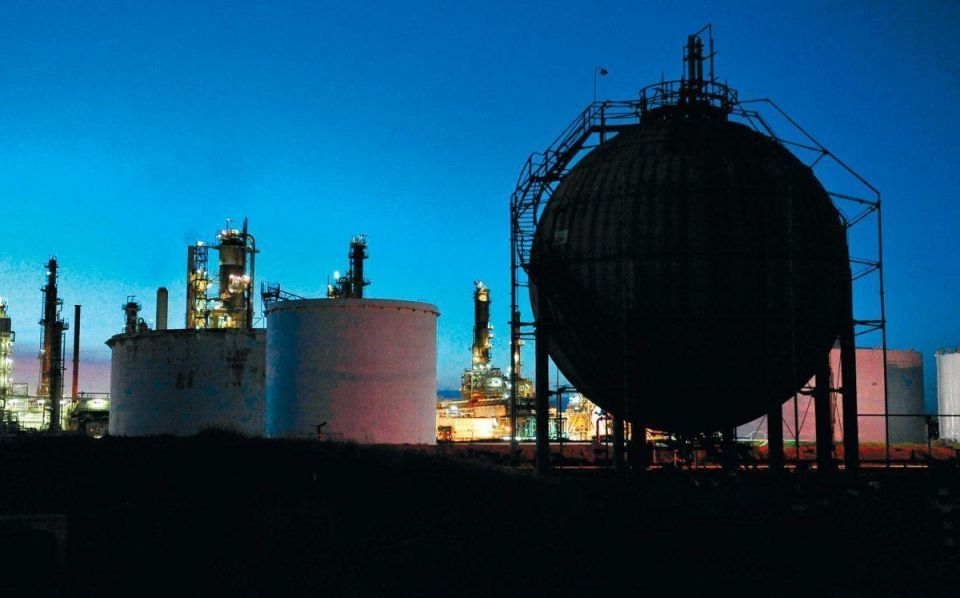 Brent holds above $109 on stimulus hopes, MidEast tension