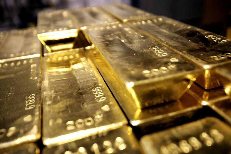 Gold ticks up from 5-wk low as Greek debt drama unfolds