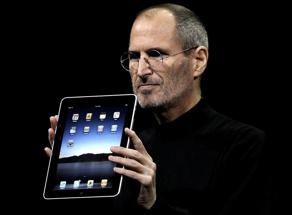 Apple's Jobs puts on lively iPad 2 show