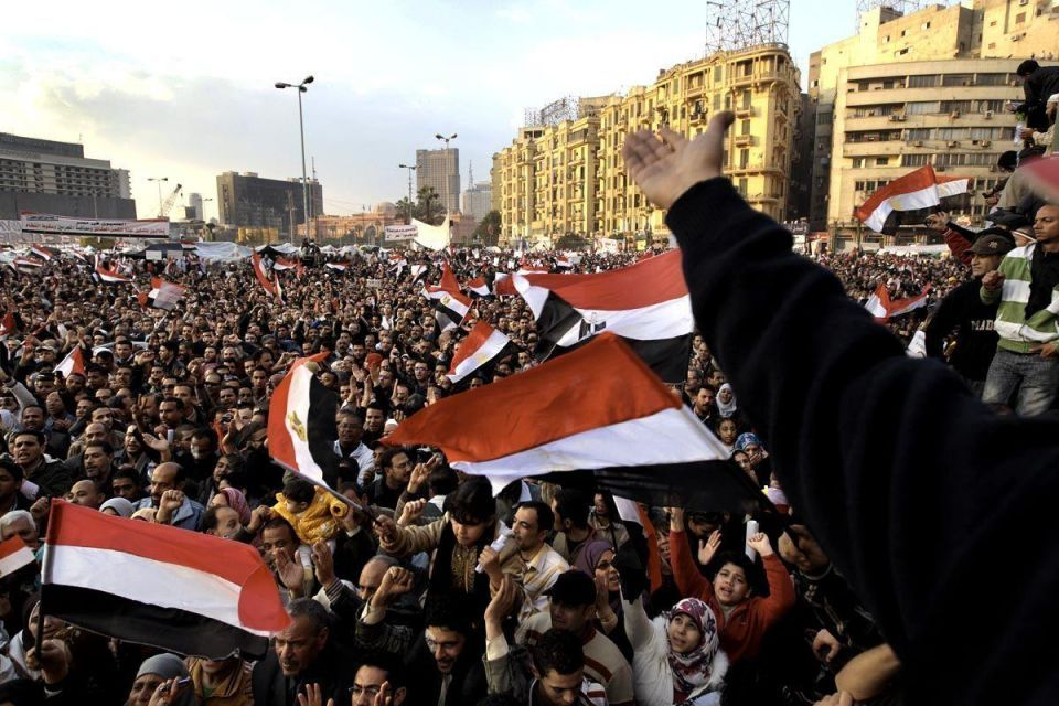 Egypt counts cost of turmoil, protesters undaunted