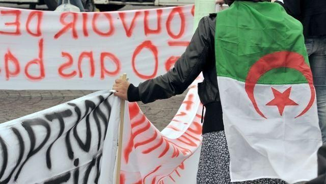 Hundreds of protesters defy police to take to Algeria's streets