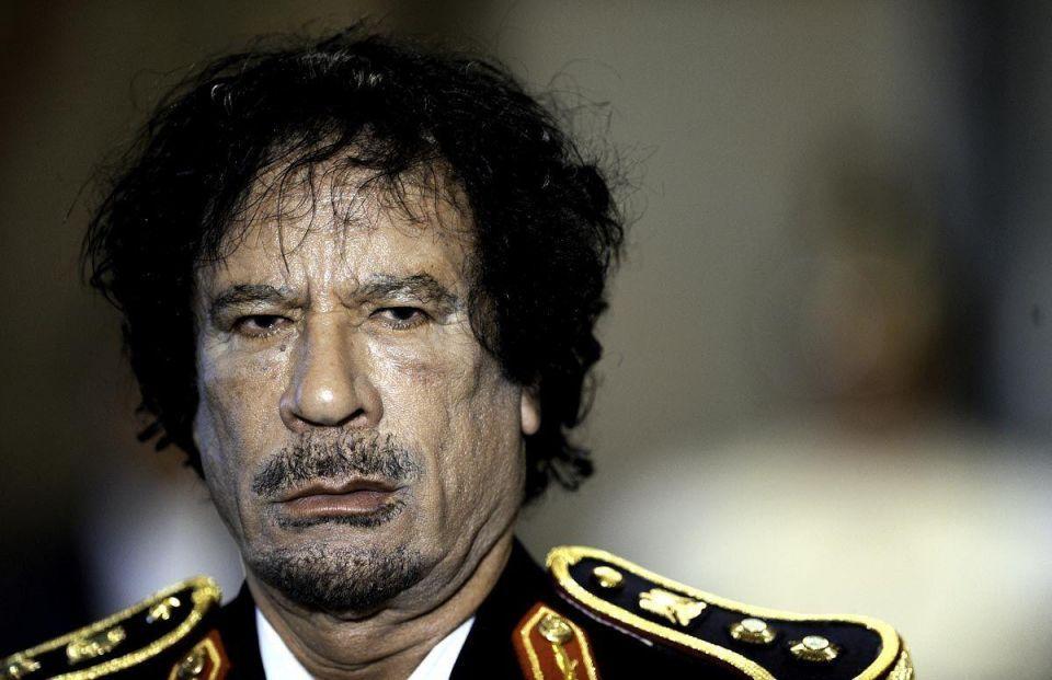 Gaddafi pledges bloodshed as army units defect