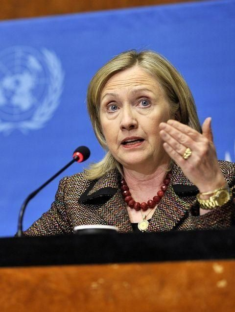 Clinton says Gaddafi must go, foreign efforts grow