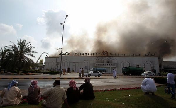Oman supermarket set alight and looted by protesters