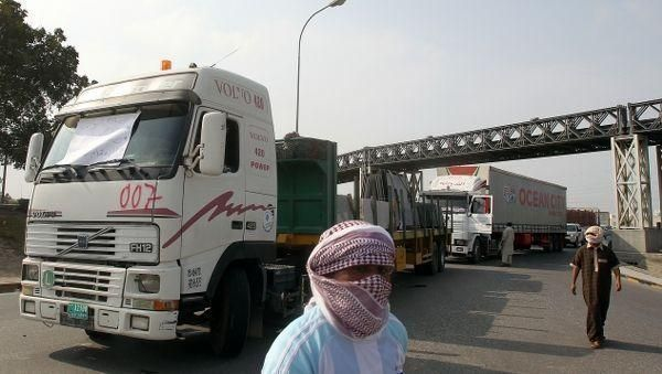 Oman protests continue as hypermarket burns