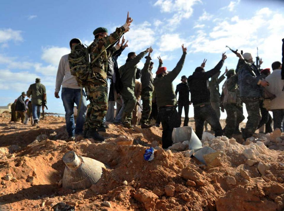 Anti-Gaddafi rebels dig in during tense stand-off