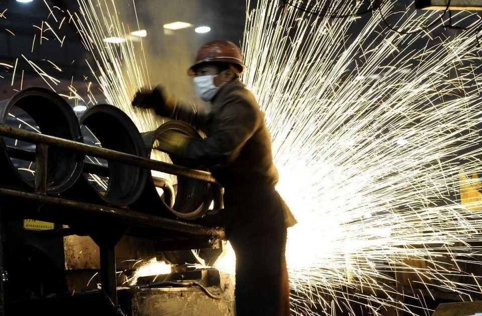 Steel prices fall 10% as uprisings cause supply glut