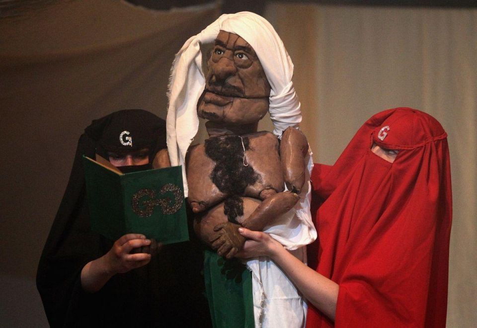 'Gaddafi puppet show' goes on tour