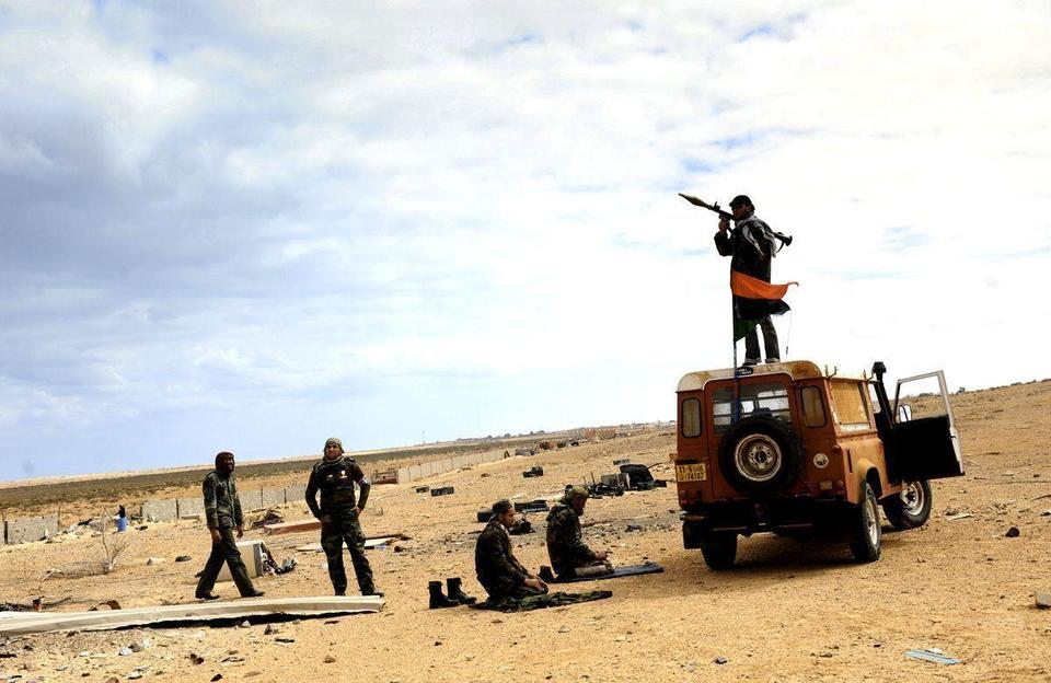 Gaddafi forces hit oil town, rebels fire at gunboats