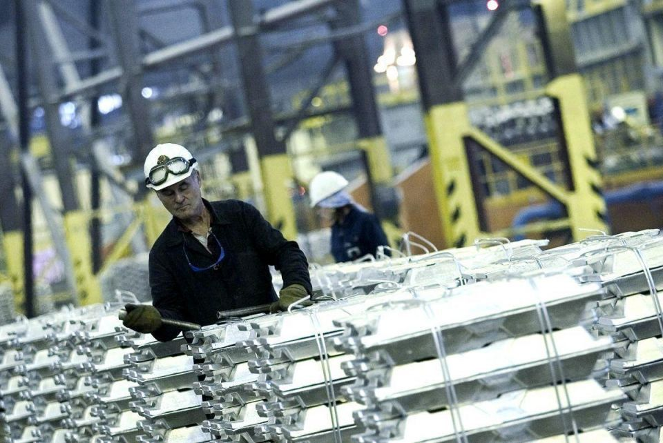 Emal awards $700m contracts for Abu Dhabi smelter