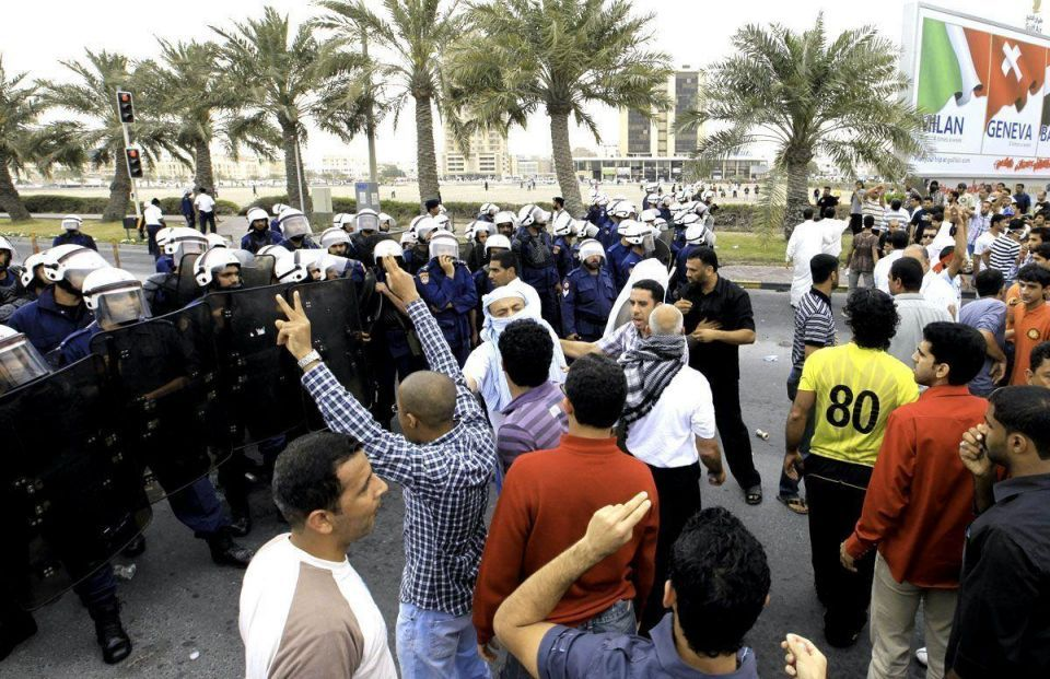 Bahrain protesters block highway, confront police