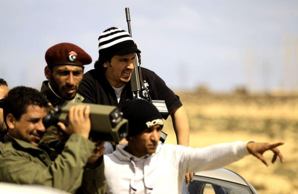 Air strikes silence Gaddafi guns at besieged city