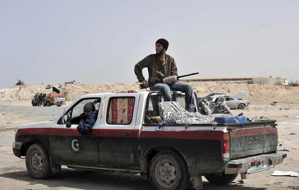 Heavy fire sends Libyan rebels in headlong retreat