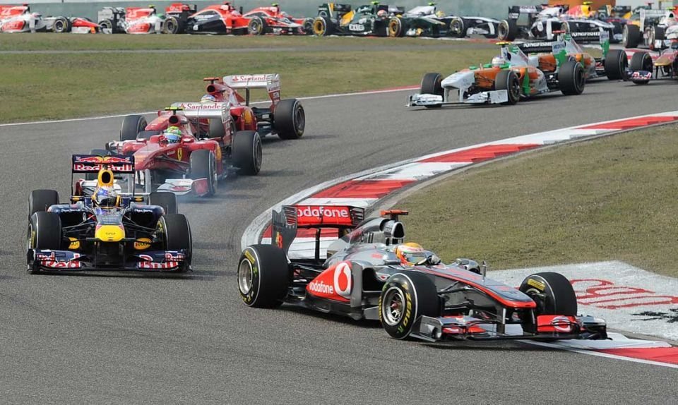 Lewis Hamilton wins in China to end Vettel's run