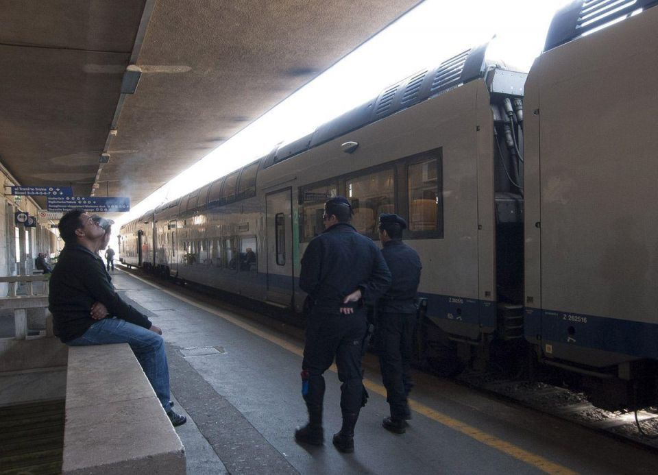France blocks trains from Italy to stop migrant arrivals