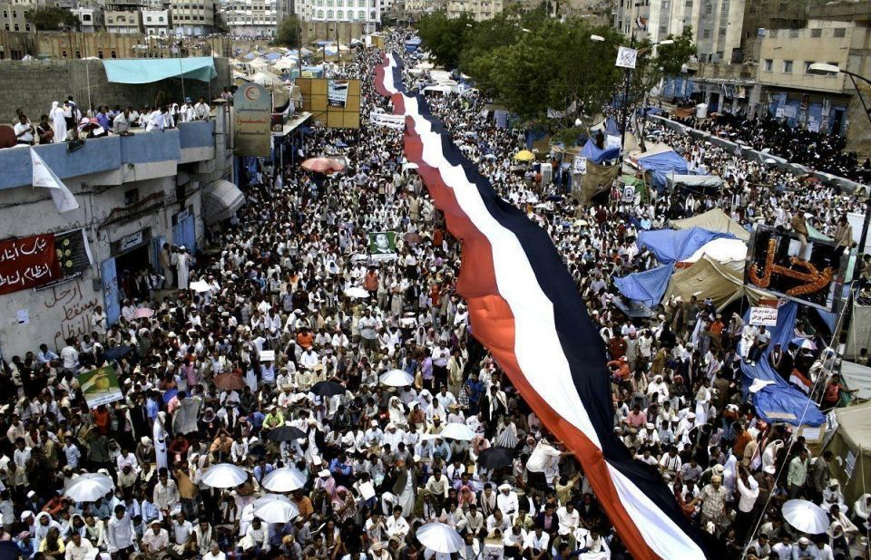 At least 4 dead as Yemeni protesters come under fire
