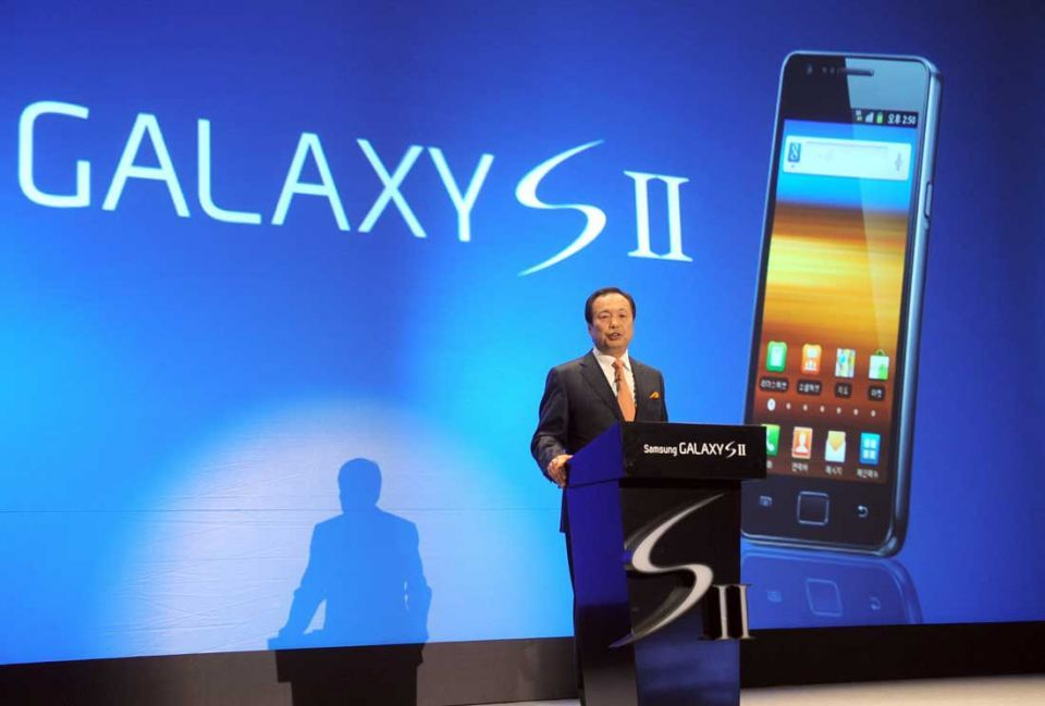 Samsung overtakes Apple as top smartphone maker in Q3