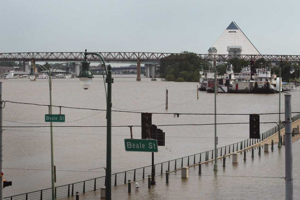 Mississippi River starts to wrap its arms around Memphis