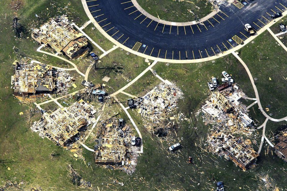 Death toll from tornadoes climbs in US Midwest