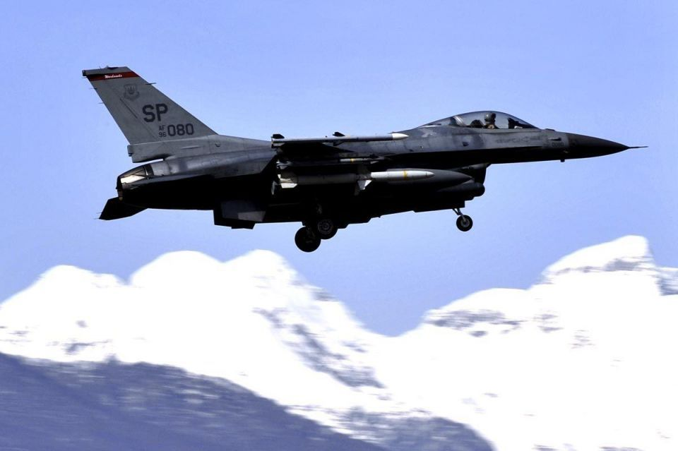 Iraq inks deal to buy 18 F-16 jet fighters