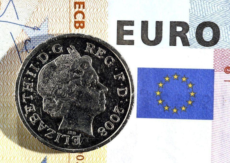 Euro, dollar strike new lows on Swiss franc