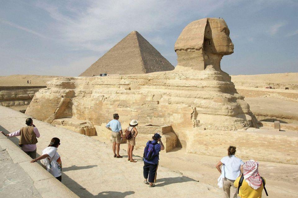 Egypt growth slows as turmoil hurts tourism, investment