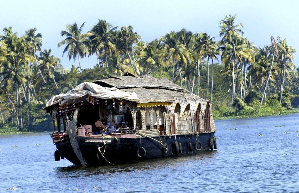 India looks to halt fall in MidEast tourist arrivals in peak season