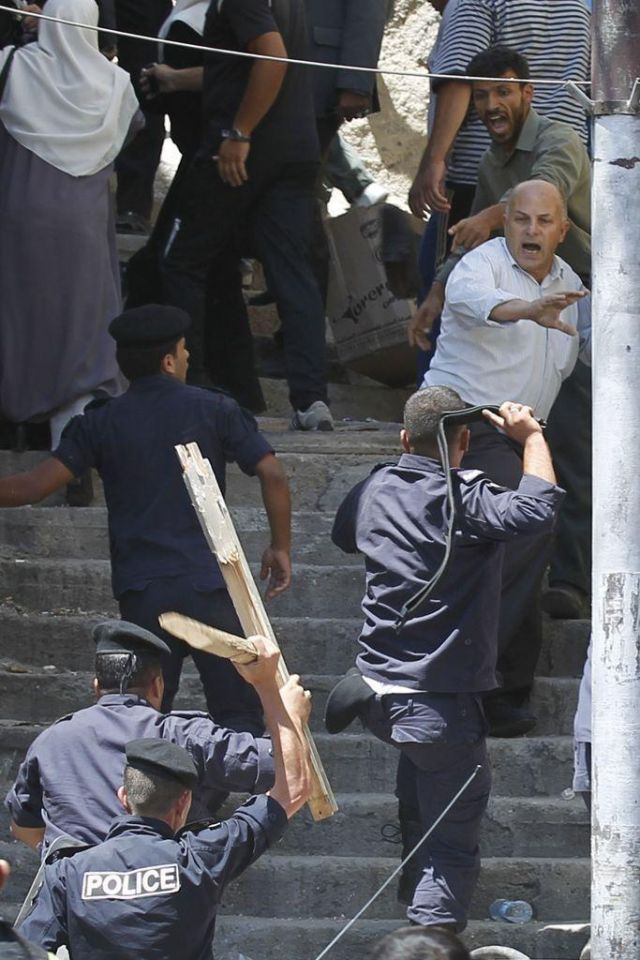 Police uses batons to disperse Jordan protest