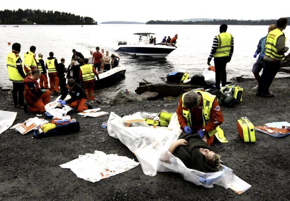 Norway gunman reconstructs island massacre for police