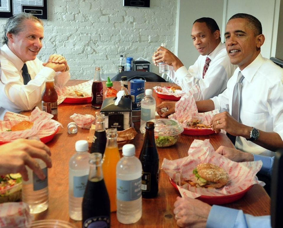 Obama treats staff to lunch after US debt deal