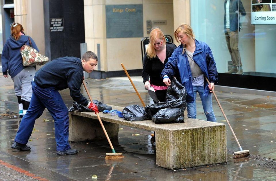 UK residents on post-riot clean-up mission